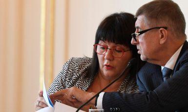 Ministryně financí Alena Schillerová a premiér Andrej Babiš  (ČTK)
