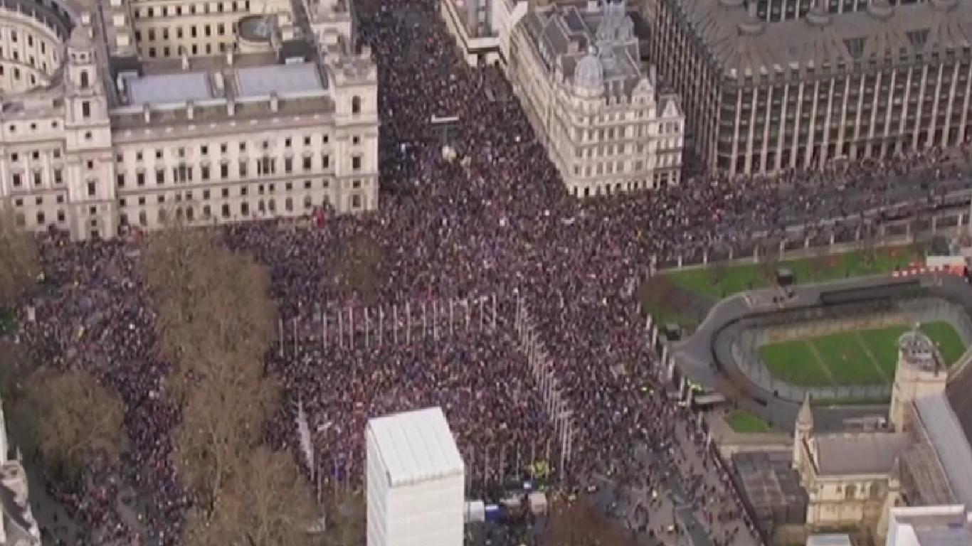 Demonstrace proti brexitu v Londýně. (ČT)