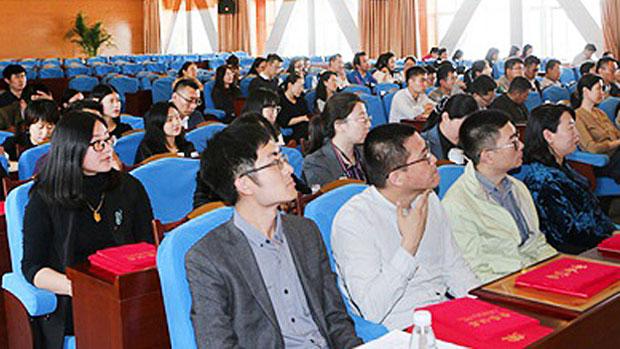 Momentka z politického školení na univerzitě Šang Dong (Shandong University Weihai website)