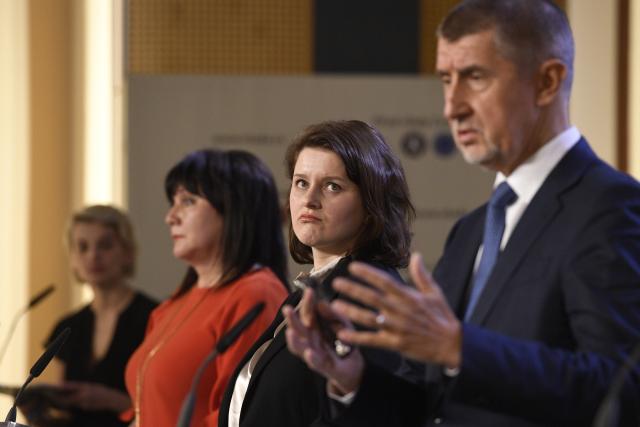 Premiér Andrej Babiš, ministryně práce a sociálních věcí Jana Maláčová a ministryně financí Alena Schillerová  (ČTK)