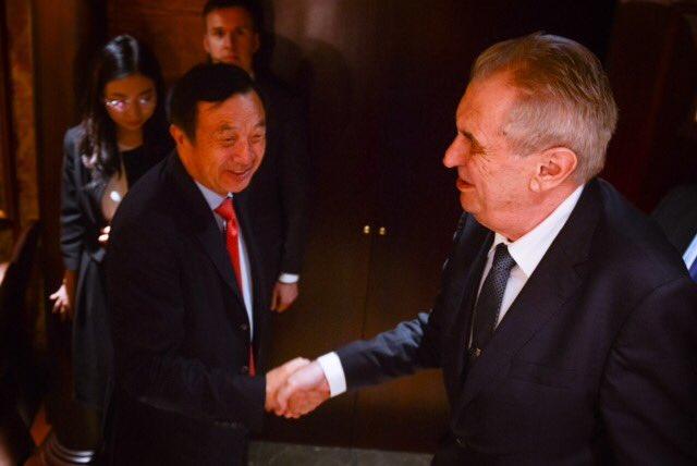 Zeman se byl omlouvat a slibovat v Číně. (Twitter Jiří Ovčáček)