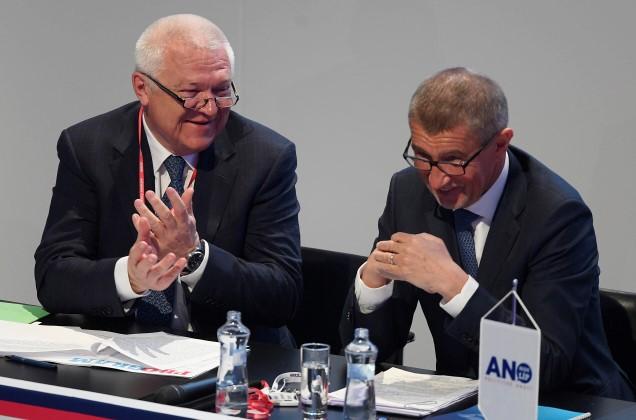 Jaroslav Faltýnek a premiér Andrej Babiš na sjezdu hnutí ANO  (ČTK)