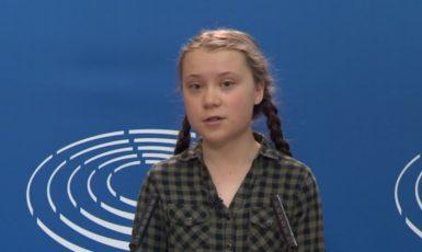 Greta Thunberg na tiskové konferenci u příležitosti svého vystoupení v Evropském parlamentu 16. dubna 2019 (Evropská unie)
