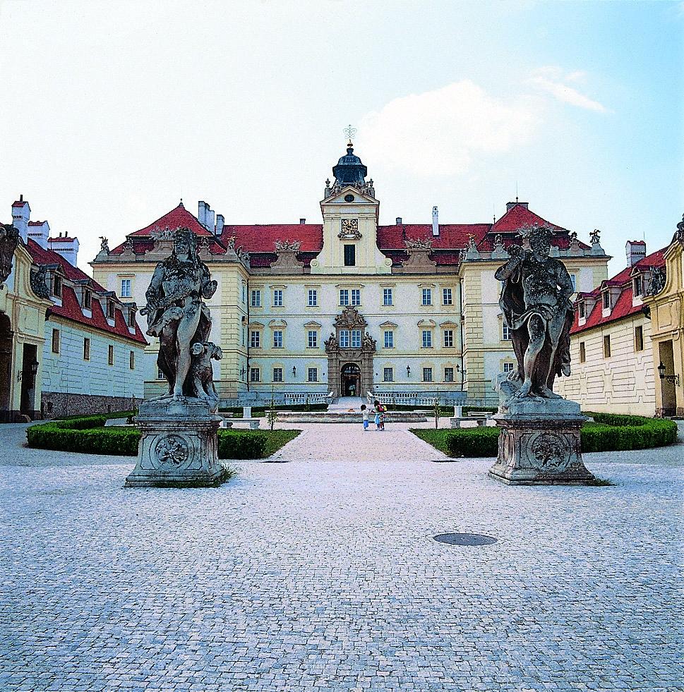 Zámek Valtice byl hlavním sídlem rodiny Lichtenštejnů do roku 1945. (Creative Commons)