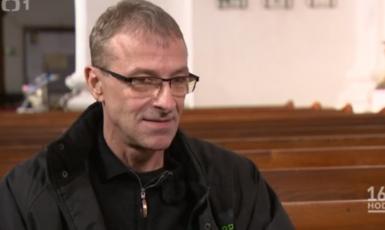 Kněz Adam Kuszaj. (ČT)