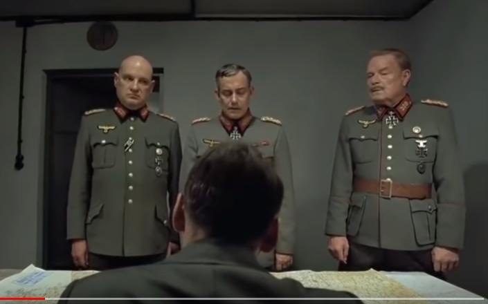 Hitler se dozvídá, že v černu bude na Václavském náměstí v Praze další demonstrace  (YT, Pád třetí říše, screenshot)