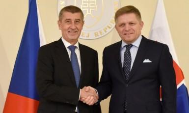 Premiér Andrej Babiš a tehdejší slovenský protějšek Robert Fico při setkání v Bratislavě  (ČTK)