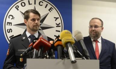 Pražský policejní ředitel Jan Ptáček a šéf Městského státního zastupitelství v Praze Martin Erazím na tiskové konferenci v listopadu 2018  (ČTK)