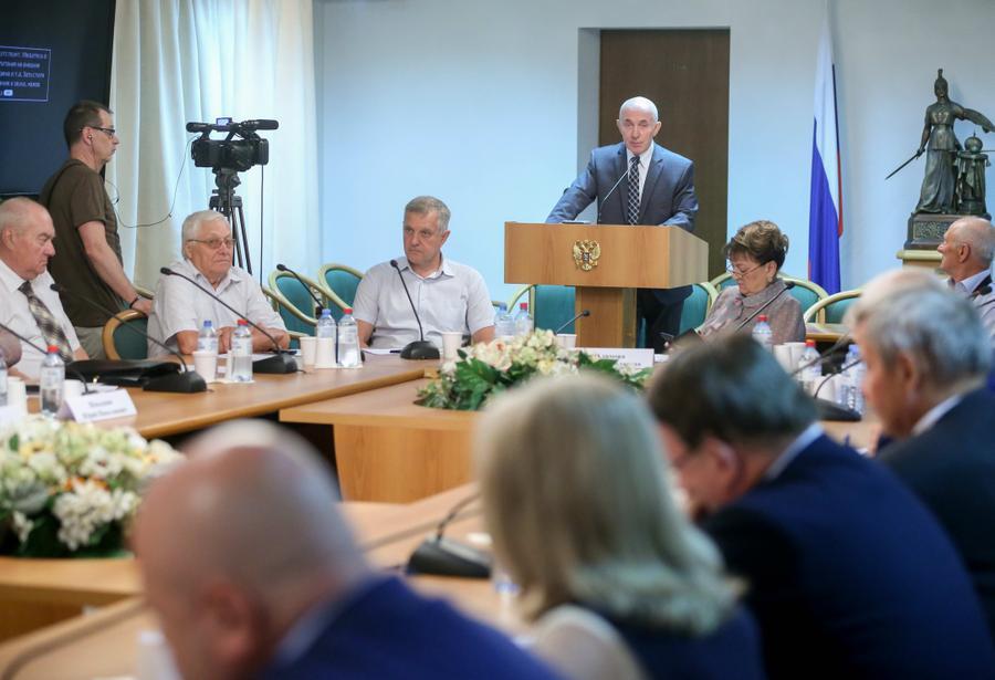 Jednání poslanců ruské Dumy o návrhu zákona, který stanoví oprávněnost okupace Československa v roce 1968 (web Komunistické strany Ruské federace)