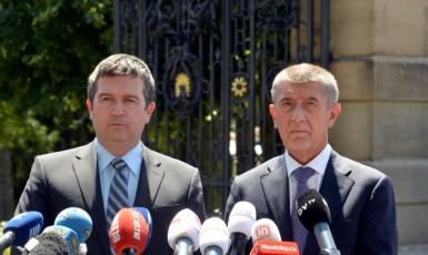 Vicepremiér Jan Hamáček (ČSSD) a premiér Andrej Babiš (ANO)  (ČTK)