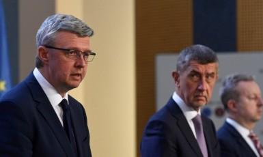 Ministr průmyslu, obchodu a dopravy Karel Havlíček, premiér Andrej Babiš a ministr životního prostředí Richard Brabec (všichni ANO)  (ČTK)