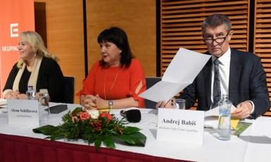 Ministryně pro místní rozvoj Klára Dostálová, ministryně financí Alena Schillerová a premiér Andrej Babiš (všichni ANO)  (ČTK)