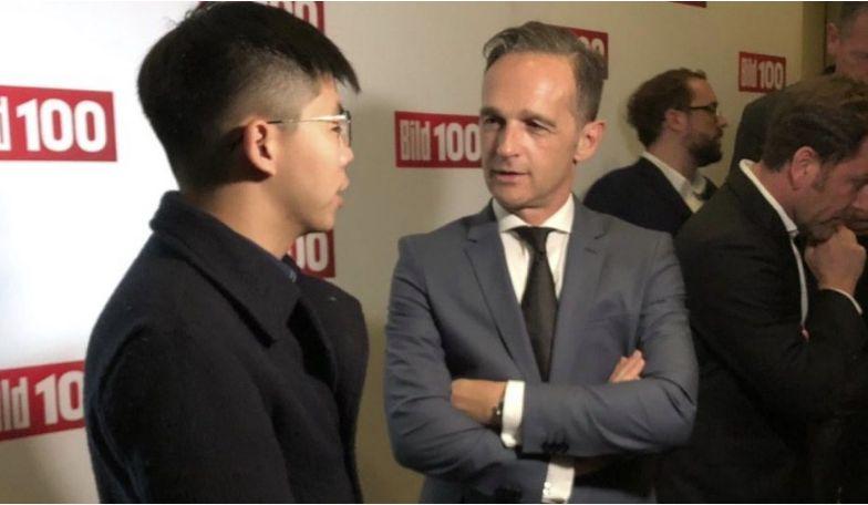 Tvář hongkongských protestů Joshua Wong na setkání se šéfem německé diplomacie Heiko Maasem (FB)