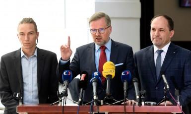 Politici opozice Ivan Bartoš (piráti), Petr Fiala (ODS) a Marek Výborný (KDU-ČSL) (ČTK)
