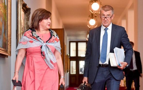 Ministryně financí Alena Schillerová a premiér Andrej Babiš (oba ANO)  (CTK)