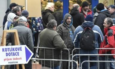 Fronta na žádosti o dotaci na výměnu kotle v Karlovarském kraji  (ČTK)