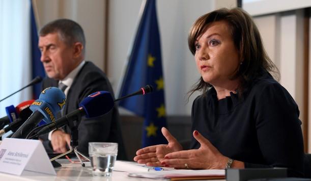 Ministryně financí Alena Schillerová a premiér Andrej Babiš (oba ANO)  (ČTK)