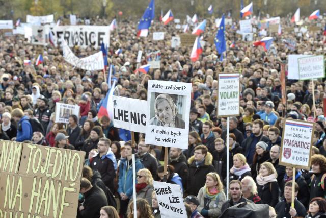 Demonstrace na Letné konaná dne 16. listopadu 2019 (ČTK)