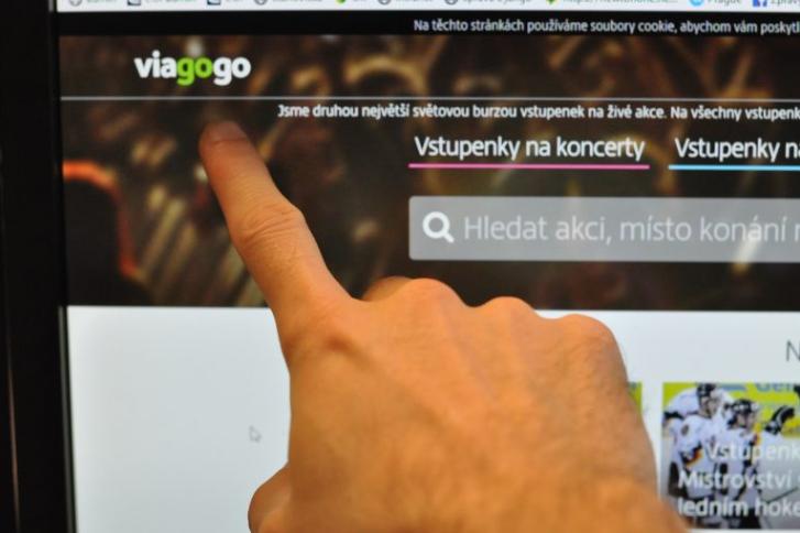 Vstupenky z podvodné platformy Viagogo vyjdou zákazníka draho, pokud vůbec platí  (ČOI)