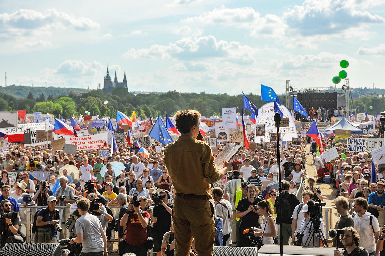 Mikuláš Minář na Letné (FB Milion chvilek pro demokracii)