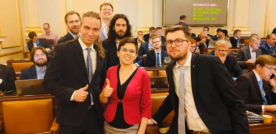 Piráti v Poslanecké sněmovně (FB Ivan Bartoš)