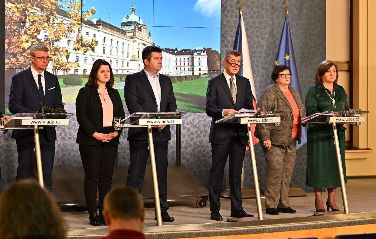 Vláda v čele s premiérem Andrejem Babišem  (facebook úřadu vlády)
