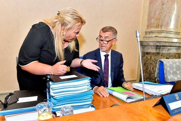 Premiér Andrej Babiš a ministryně pro místní rozvoj Klára Dostálová (oba ANO) (ČTK)