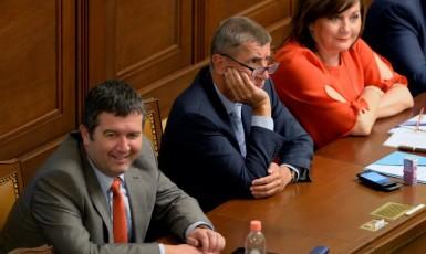 Ministr vnitra Jan Hamáček (ČSSD), premiér Andrej Babiš a ministryně financí Alena Schillerová (oba ANO)  (ČTK)
