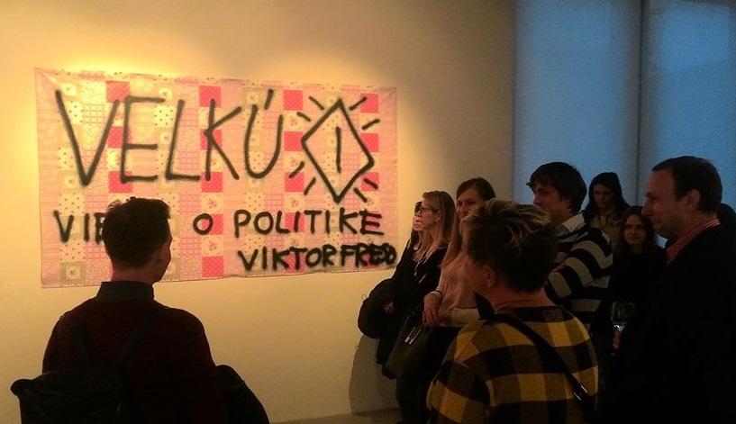 Viktor Frešo, Velkú piču viete... Sprej na vixlajvantu, ilustrační snímek z pražské galerie DOX (David Horák)