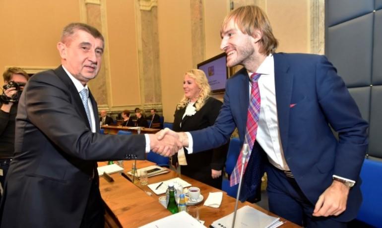 Premiér Andrej Babiš a staronový ministr zdravotnictví Adam Vojtěch (ANO)  (ČTK)