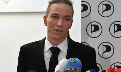 Předseda Pirátů Ivan Bartoš (Piráti)