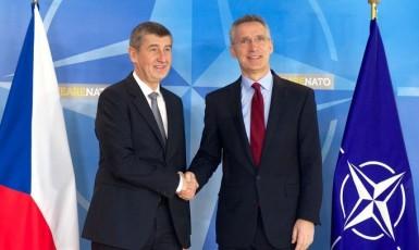 Premiér Andrej Babiš a generální tajemník NATO Jens Stoltenberg (ČTK)