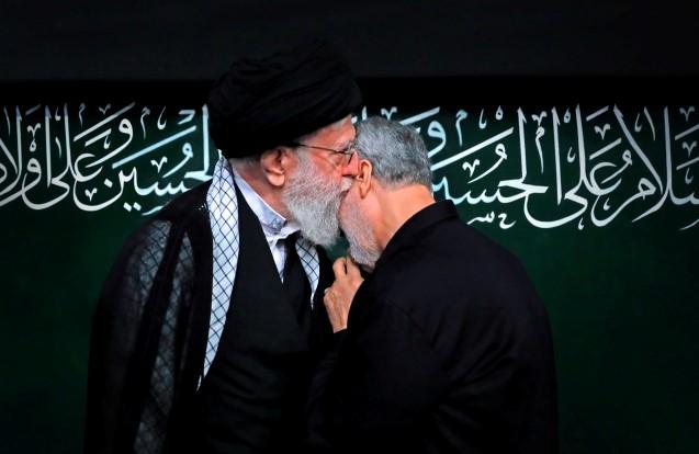Íránský duchovní vůdce ajatolláh Alí Chameneí a generál Kásem Solejmání (ČTK)