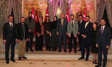 Pracovníci turecké stanice TRT Deutsch po boku tureckého prezidenta Recepa Tayyipa Erdogana   (Twitter)