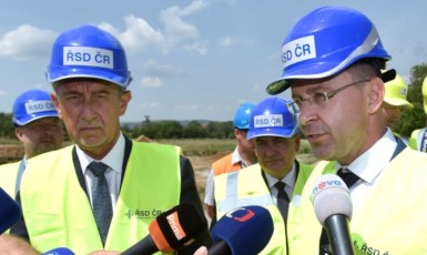 Premiér Andrej Babiš a bývalý ministr dopravy Vladimír Kremlík  (ČTK)