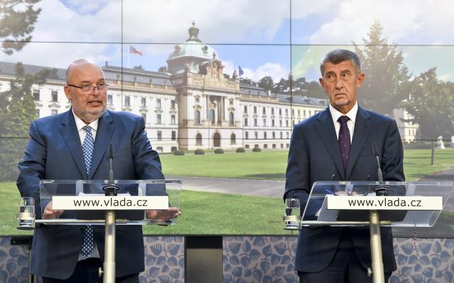 Ministr zemědělství Miroslav Toman (ČSSD) a premiér Andrej Babiš (ANO)  (ČTK)