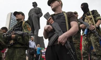 Separatisté v Doněcku (repro: The Moscow Times)