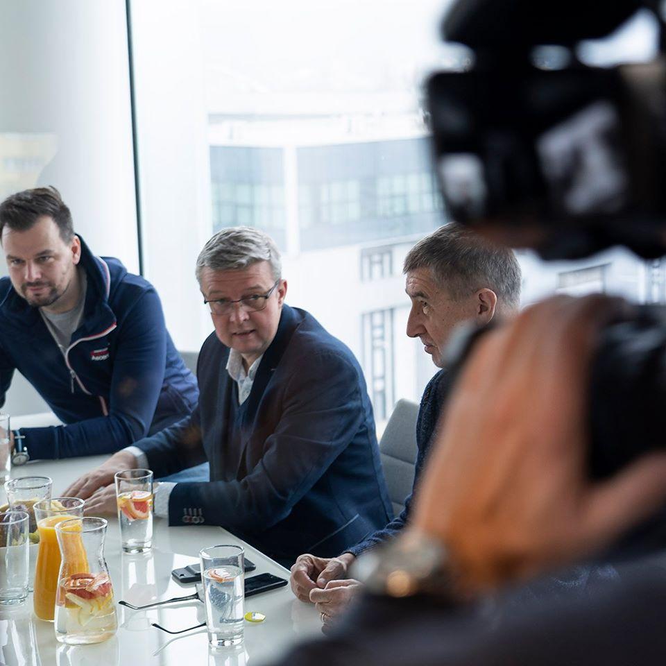 Hackathon v neděli navštívili iAndrej Babiš, ministr Karel Havlíček a vládní zmocněnec Vladimír Dzurilla (Hackathon)