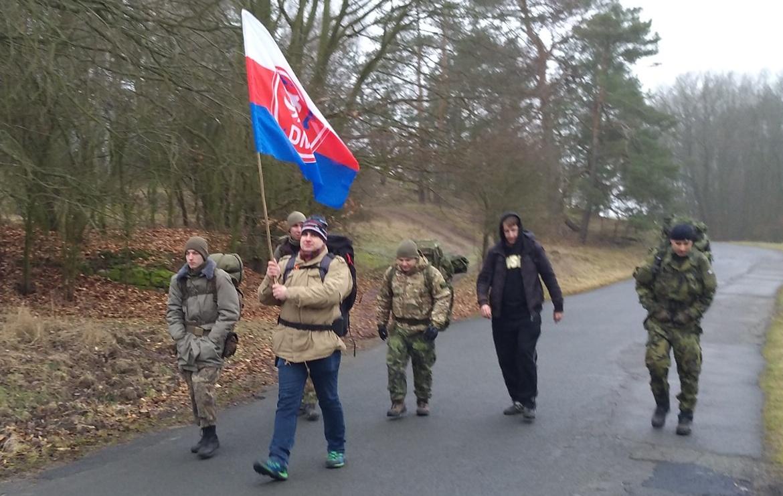 Dělnická mládež pochoduje na Kokořín. (FB DM)