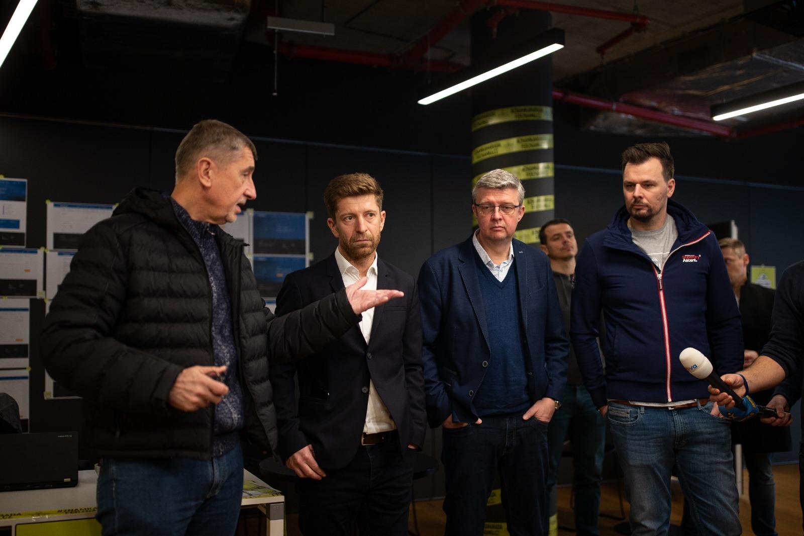 Babiš a iniciátor naprogramování dálniční známky zdarma Tomáš Vondráček (FB Andrej Babiš)