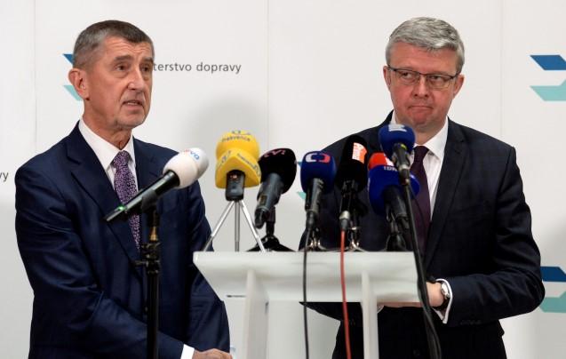 Premiér Andrej Babiš a ministr průmyslu a obchodu a současně ministr dopravy Karel Havlíček  (ČTK)