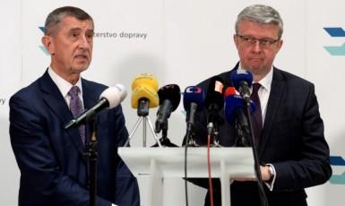 Premiér Andrej Babiš a ministr průmyslu a obchodu a současně dopravy Karel Havlíček (ČTK)