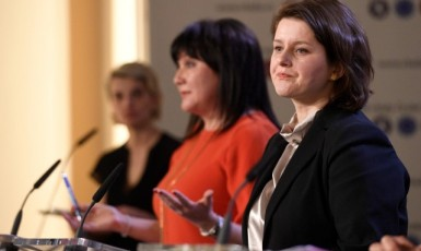Ministryně financí Alena Schillerová (ANO) a ministryně práce a sociálních věcí Jana Maláčová (ČSSD) (ČTK)