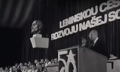 Gustáv Husák řeční v roce 1971. Komunistická moc je zase po invazi v plné síle. (youtube)