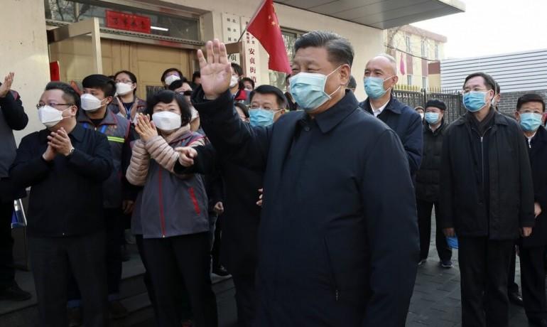 Čínský prezident Si Ťin-pching při návštěvě nemocnice (TASR)