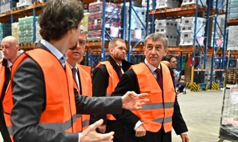 Andrej Babiš s ministrem Karlem Havlíčkem na obhlídce velkoskladu (FB A.Babiše)