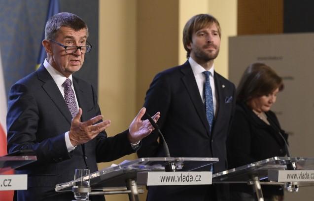 Premiér Andrej Babiš, ministr zdravotnictví Adam Vojtěch a ministryně financí Alena Schillerová (všichni ANO) (ČTK)