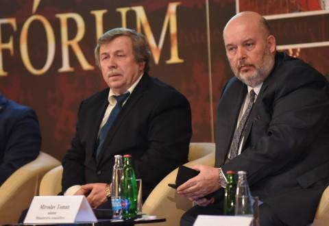 Prezident Agrární komory ČR Zdeněk Jandejsek (vlevo) a ministr zemědělství Miroslav Toman (ČTK)