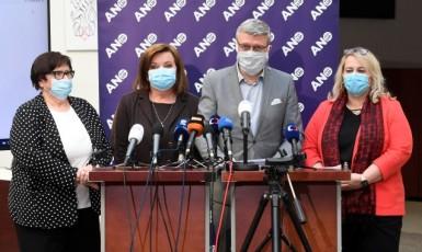 Vládní sestava Marie Benešová, Alena Schillerová, Karel Havlíček a Klára Dostálová na tiskové konferencí hnutí ANO (ČTK)