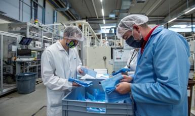 Výroba nanoroušek ve firmě Drylock z Hrádku nad Nisou  (ČTK)
